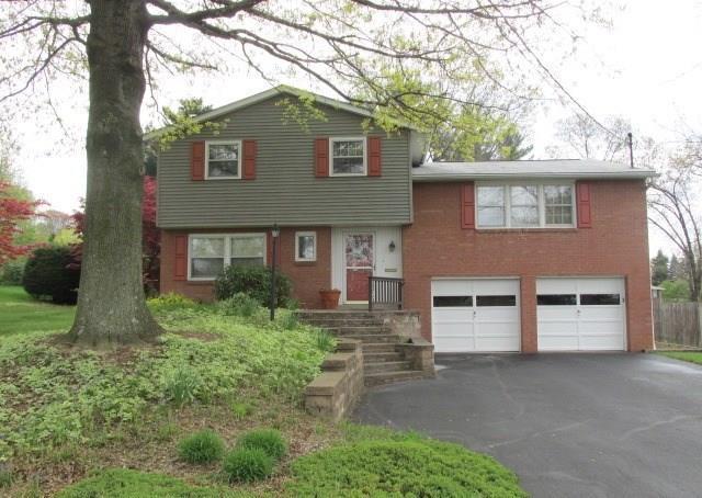 1127  Chapel Drive, Hempfield Township