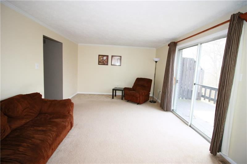 1305 Harewood Sq  Photo 4