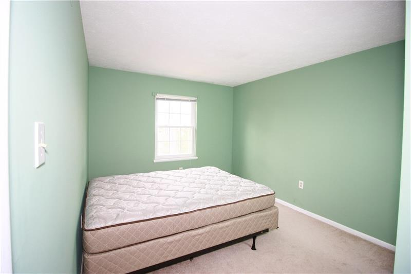 1305 Harewood Sq  Photo 7