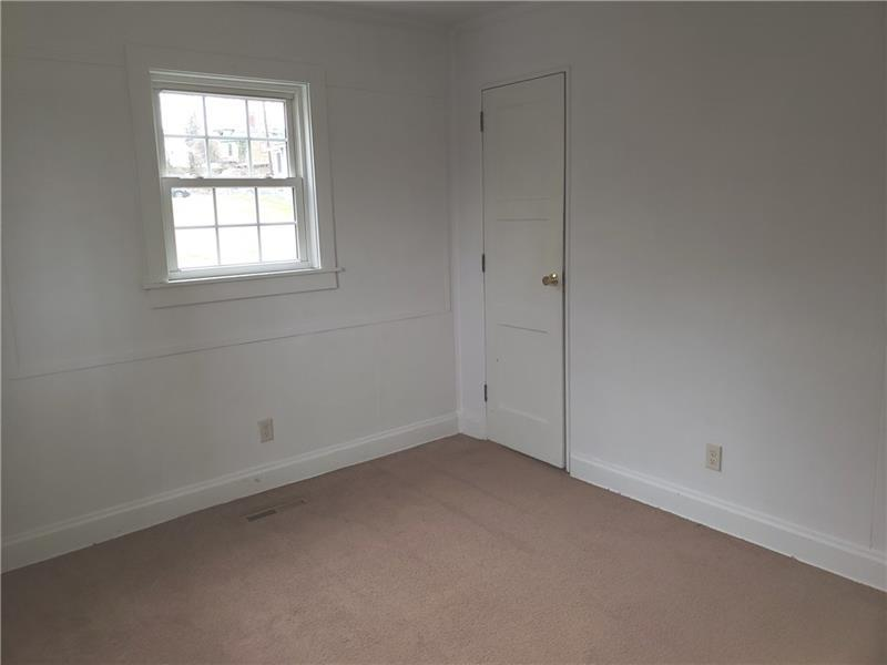 323 Linden Ave  Photo 5