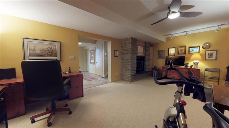 13 Dinell Dr  Photo 2