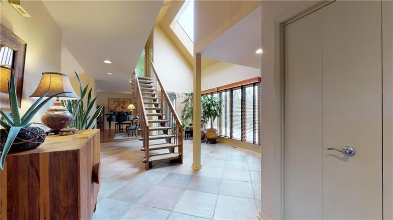 13 Dinell Dr  Photo 3