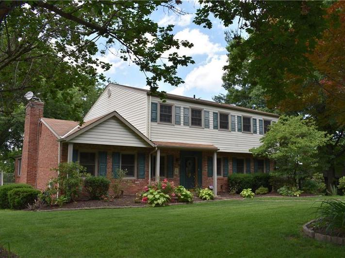 132 Candlelite Drive, Peters Township