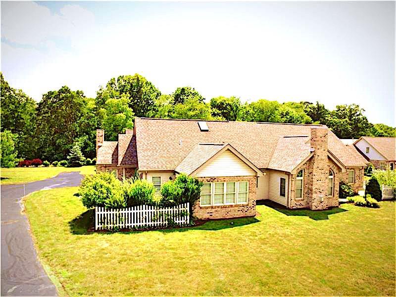 2568 Red Oak Ct., Hampton