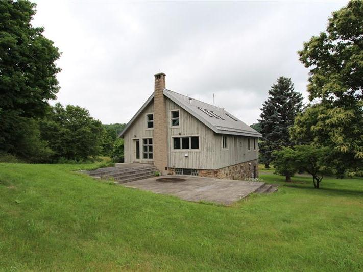 135 Willow Farm Drive, Cook Township