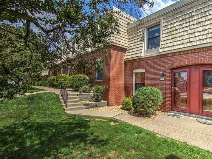 1046 Pennsbury Blvd, Robinson Township