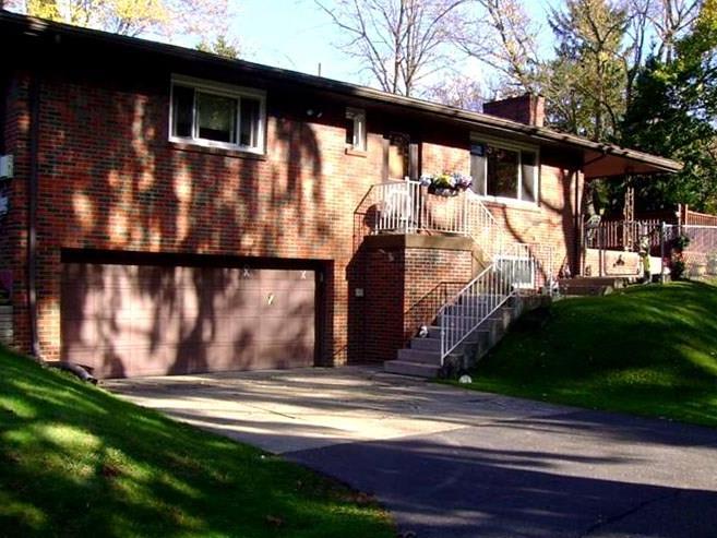 105 Twin Oaks Dr, Ross Township