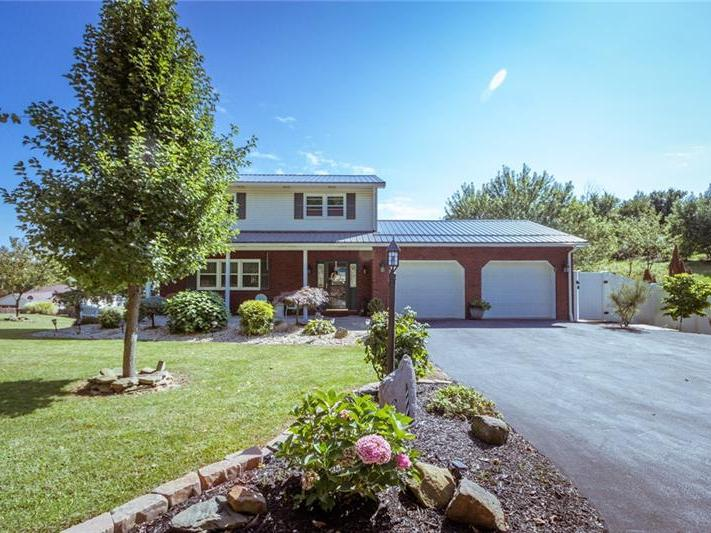 215 Londonderry Drive, Daugherty Township