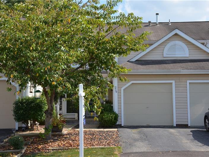 219 Clearbrook Ct, Cranberry Twp