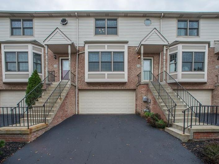104 Woodcrest Dr, North Fayette