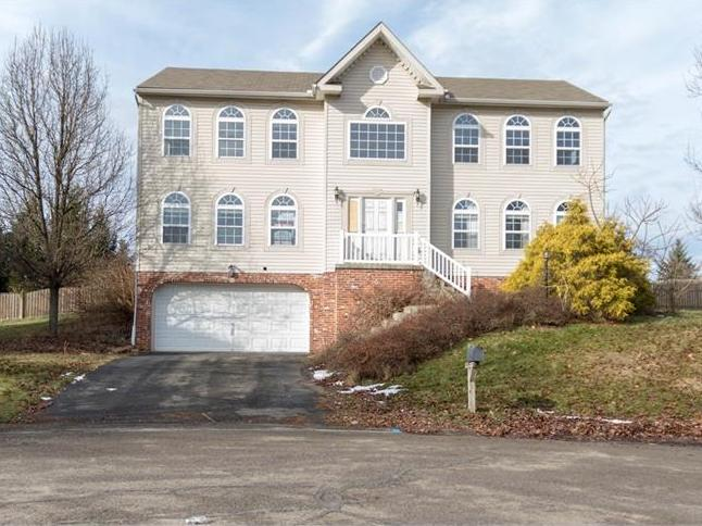 1632 Aster Ln, Moon-Crescent Twp