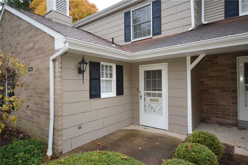 256 Roscommon Place, Peters Twp