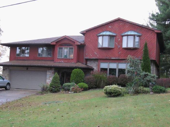490 Herbst Manor Rd, Coraopolis