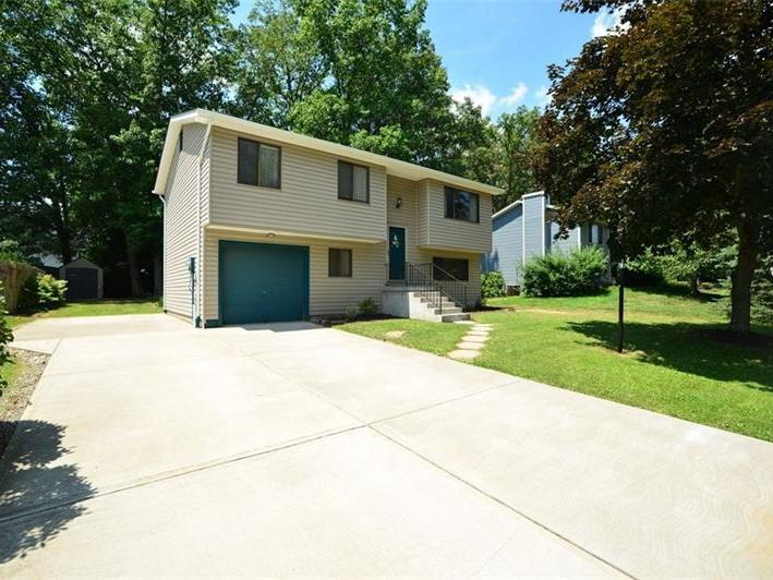 106 Buttercup Drive, Cranberry Twp