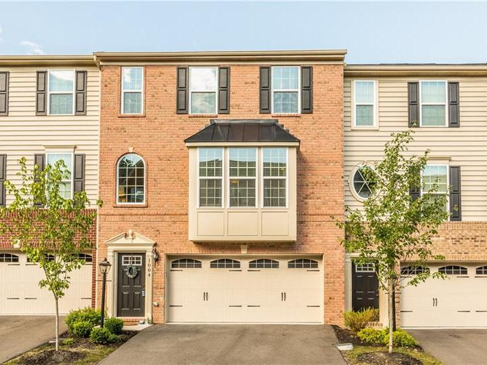 1004 Pointe View Dr, Adams Twp