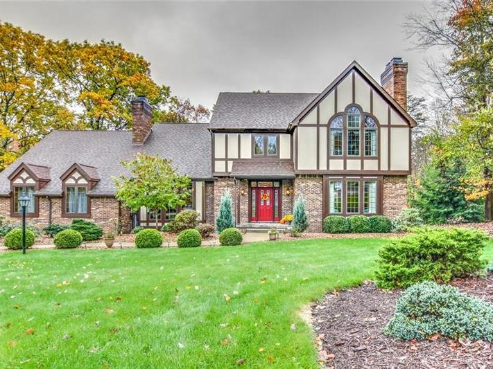 108 Pinehaven Court, Center Twp