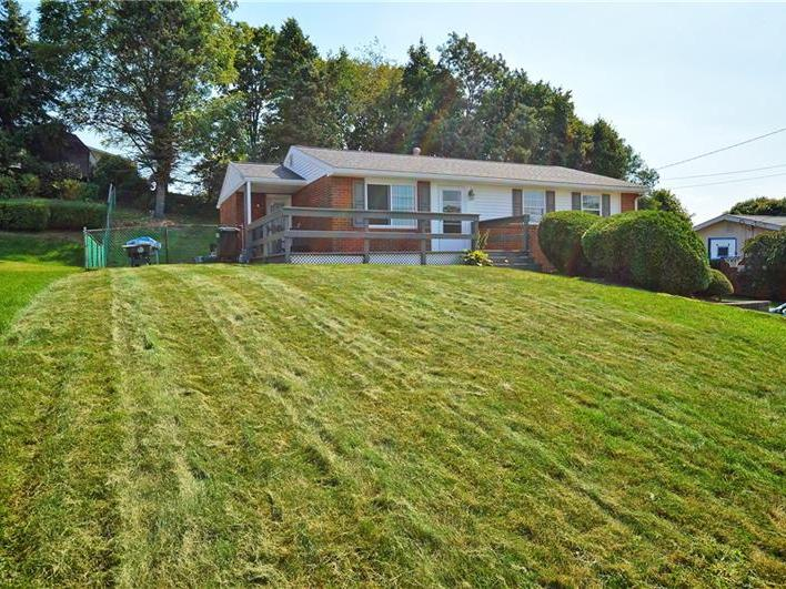 116 Lycoming Dr, Moon-Crescent Twp