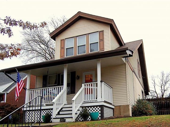 827 Pennsylvania Ave, Oakmont