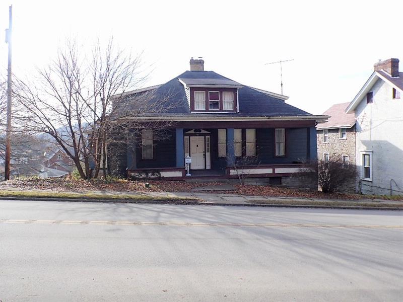 704 E Main St, West Newton