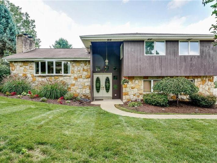 1272 Oakridge Road, South Fayette