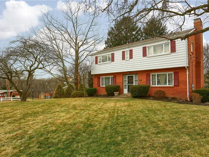 208 Highland Pines Dr, Ross Twp