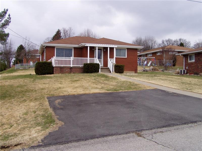 8 Crescent Dr, Monessen