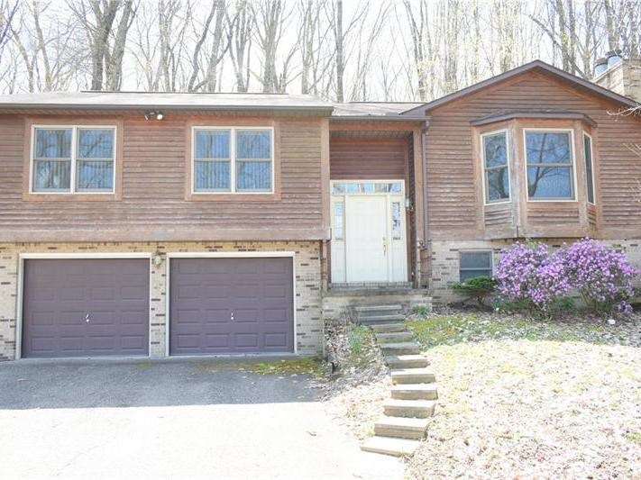 102 Moore Rd, Center Twp