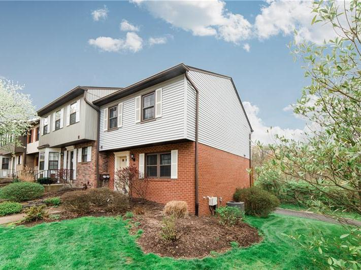 585 Thorncliffe Dr, Robinson Twp