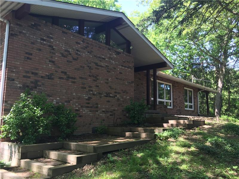 313 Columbia Dr, Center Twp