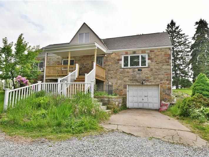 3217 New England Rd, West Mifflin