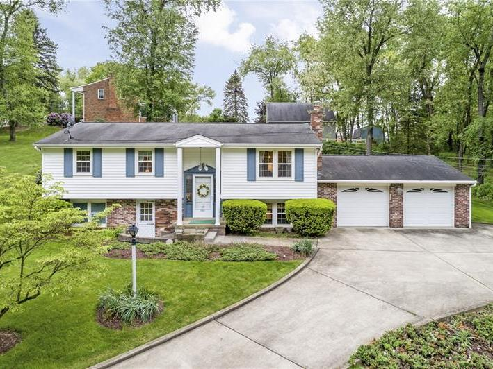 501 Maplewood Dr, Peters Twp