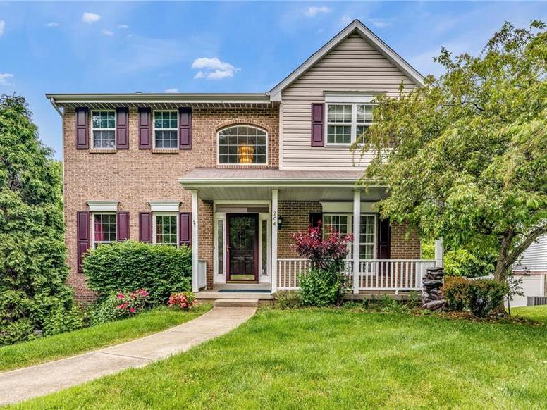 204 Hampshire Drive, Cranberry Twp