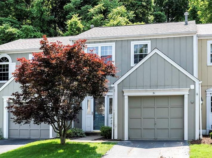 51 New London Ln, Oakmont