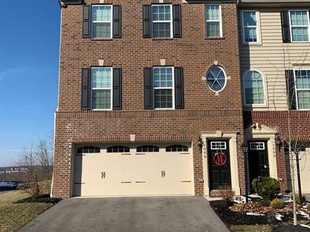 1006 Pointe View Dr, Adams Twp