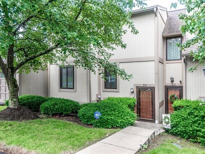 314 Serendipity Drive, Moon-Crescent Twp