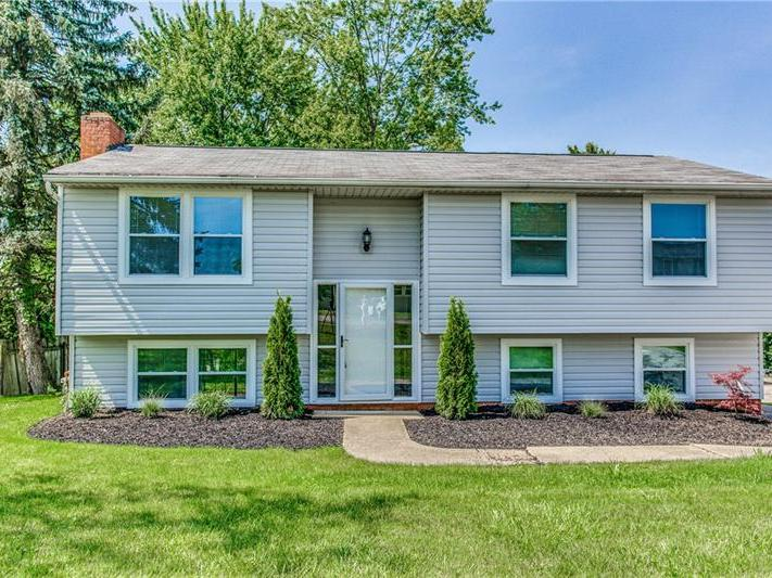 123 Scottsdale Dr, Moon-Crescent Twp