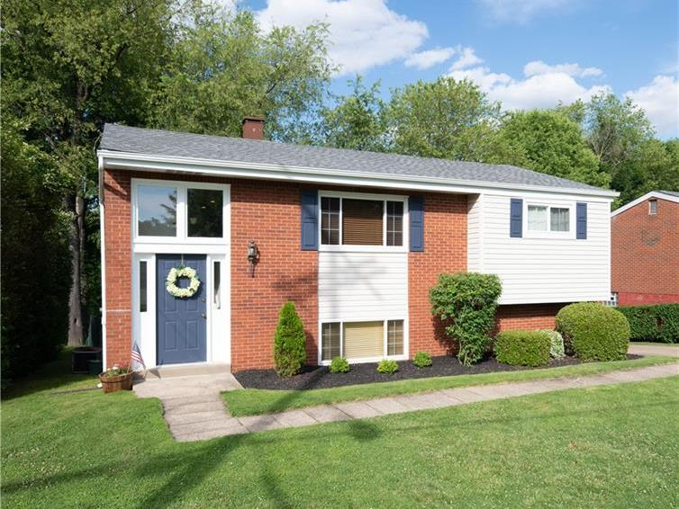 257 Burch Dr, Moon-Crescent Twp