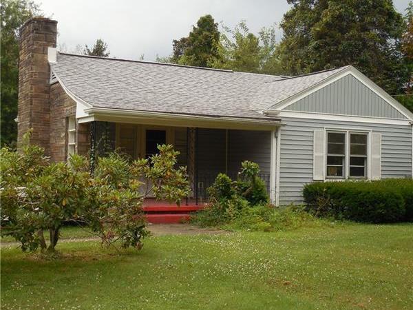 943 N Buhl Farm Drive, Hermitage