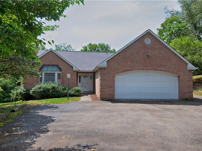 213 Maplewood Dr, Peters Twp