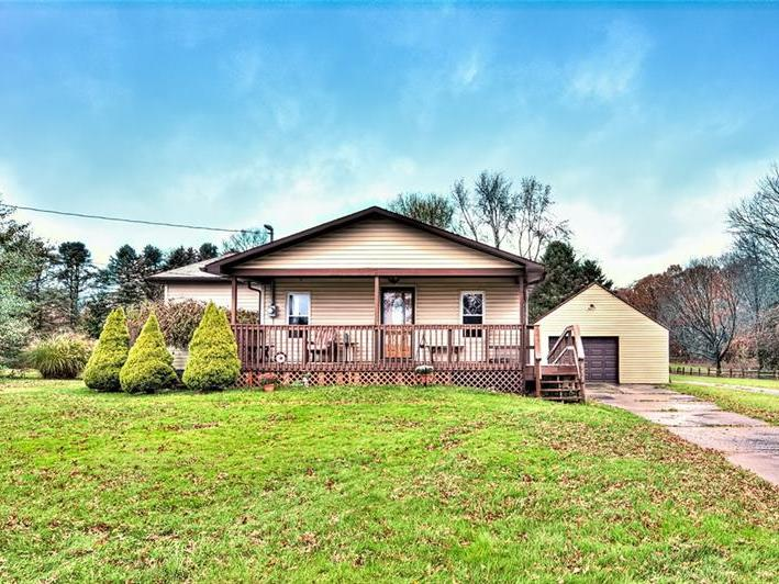 935 Ekastown Road, Clinton Twp