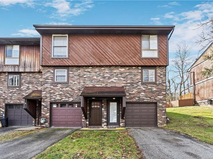 502 Bayberry Ln, North Fayette
