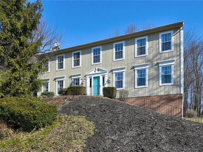 105 Valley Forge Dr, Cranberry Twp