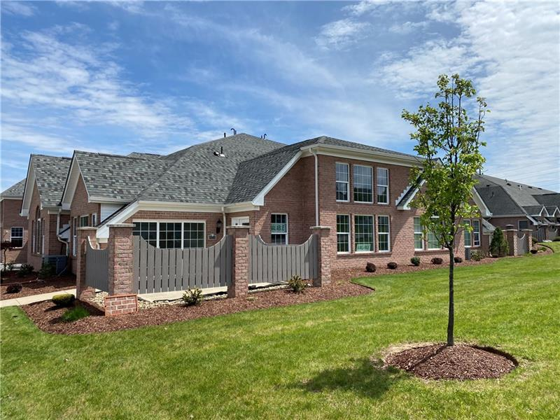 1540 Parkwood Pointe Dr, Moon-Crescent Twp