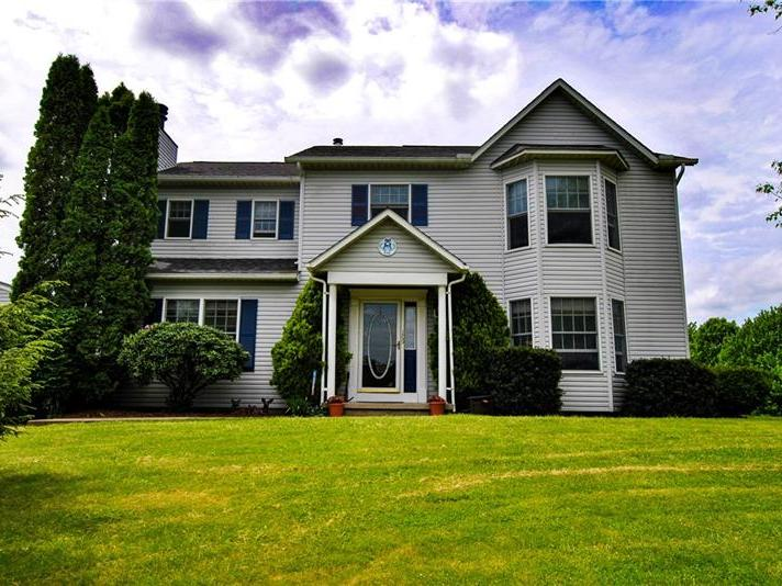 109 Charlemagne Dr, Jefferson Twp