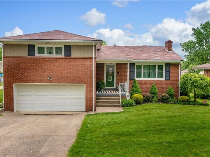 218 Columbia Dr, Center Twp