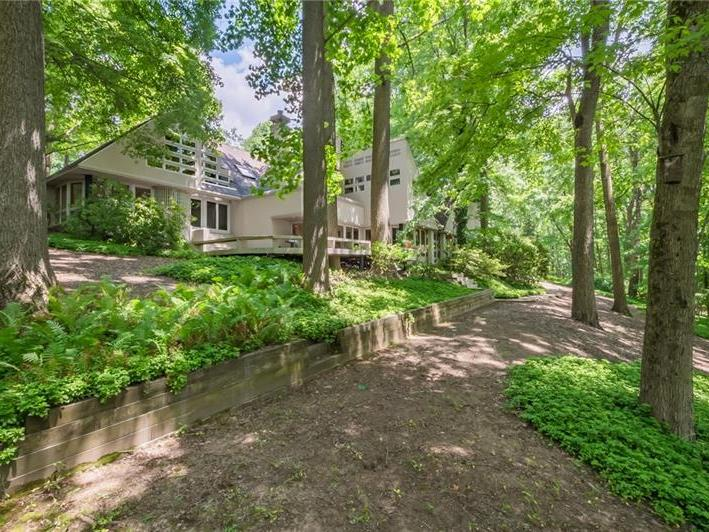 122 Lakeview Dr, Unity Twp