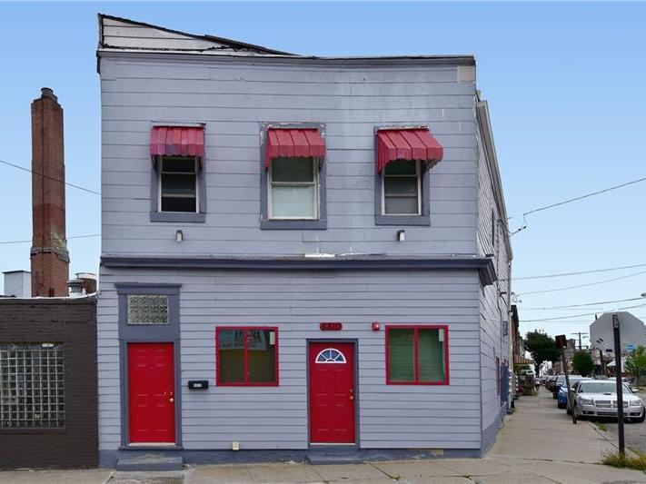 4310 Main Street, Bloomfield