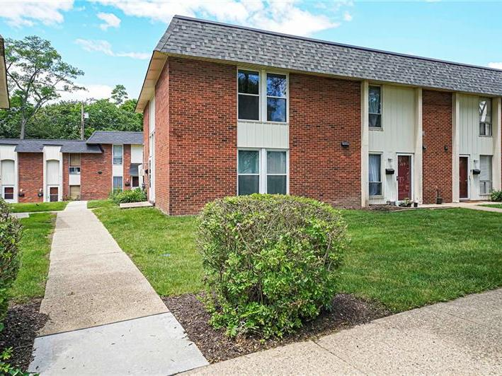221 College Park Dr, Moon-Crescent Twp