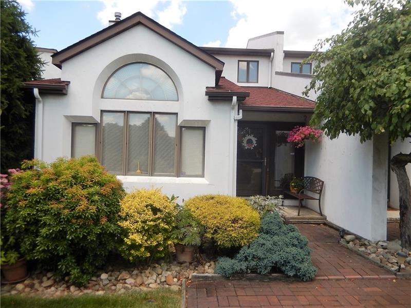 504 Casa Vita Drive, Hempfield Twp
