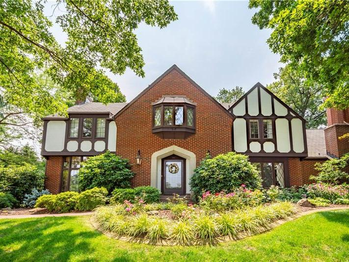 1450 Candlewood Dr, Upper St. Clair